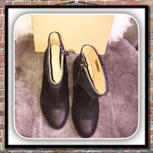 79c7c8cadd7 UGG Annie Black Leather Ankle Boots NWT